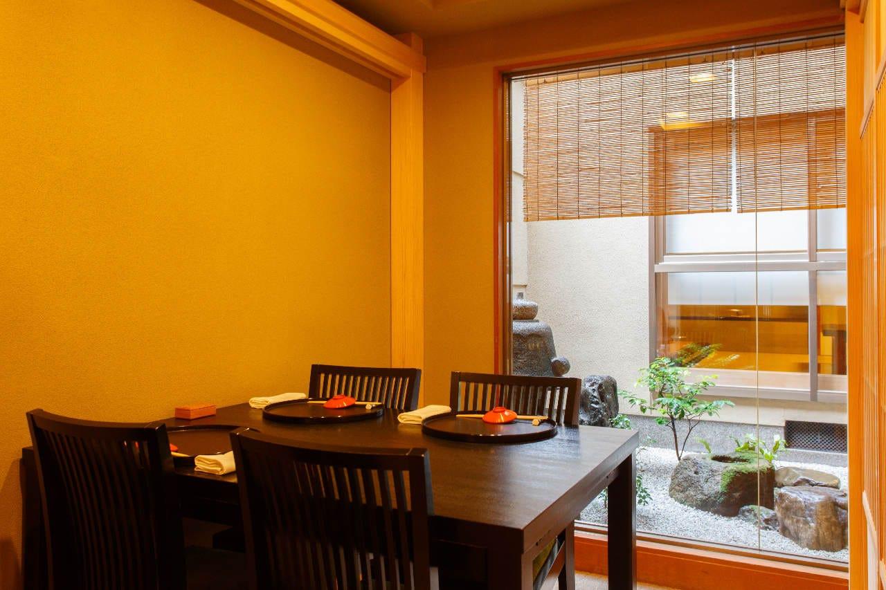 テーブル席・完全個室(壁・扉あり)・2名様~10名様