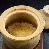 土鍋で炊いたご飯の、蓋を 開けた瞬間に広がる香り