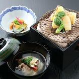 焼竹の子や、あわびの酒煮、うに、菜種、うどなど、旬の食材の素材本来の美味しさを堪能できる。特別な日だからこそ味わいたい贅沢な品々は、永く心に残る味わい深さ。