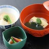 竹の子やたらの芽など、日本の四季を感じさせる旬の食材の数々。