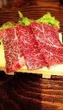 美しいサシが入ったお肉をリーズナブルに♪脂の旨みをご堪能あれ