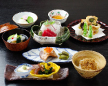 気軽に楽しんで頂ける和食をご用意しています。 ※写真は萩会席