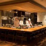 ◆目の前で調理されるお料理を眺めながら優雅なひとときを