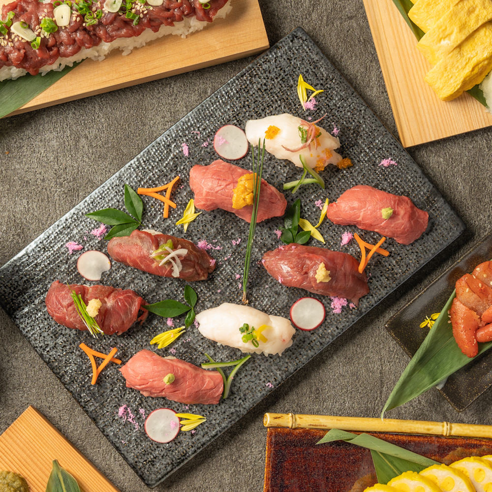 馬肉のお寿司や黒火乃牛のお寿司は食べ比べてみるもよし!
