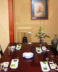 宴会に最適な個室でゆったりと 懐石をお楽しみください。
