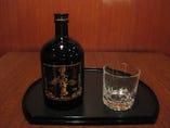 @1,800円=ビール(黒ラベル・スーパードライ)、燗酒、焼酎、ソフトドリンク、サワー、デカンタ冷酒
