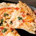 手ごね生地に自家製トマトソースが決め手★窯焼きピッツァ