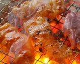 七輪で豪快に焼く 新鮮国産ホルモンはプリップリで絶品!