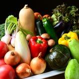 バルメニューに欠かせない、契約農家直送の安心・安全・旨い野菜。