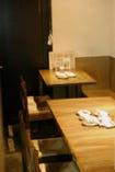 ベンチシートのテーブル席も. 10名様まで入れます!
