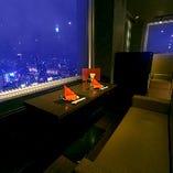 【全席夜景確約】2名様専用テーブル席多数パノラマビューで絶景を独占