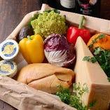 食材はひとつひとつ、オーナーシェフが目利きで厳選。新鮮で上質なものをお届けしております。