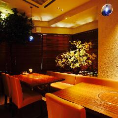 【テーブル席】彩り豊かな店内