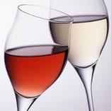 カップルの方にグラスワインサービス