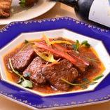 雪室で長期熟成された牛肉の柔らかさと旨味をご堪能ください