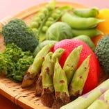 季節の彩り新鮮な野菜・キノコを使った様々な創作串も自慢の逸品