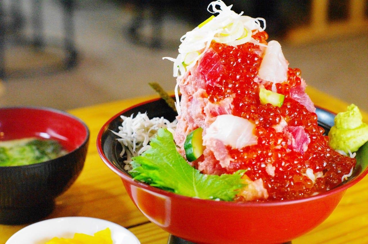 〈当店名物〉漁師の富士盛り丼 2,178円〈税込〉