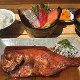 ご飯がすすむ~、金目鯛の煮魚定食。人気です。