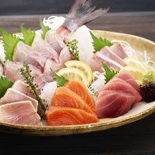 漁港直送の鮮魚の盛り合わせ800円