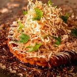 こだわりの鶏出汁で作る「お好み焼き」「もんじゃ焼き」は必食