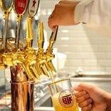 伝統の一度注ぎ生ビールが飲み放題
