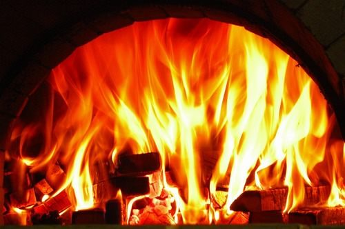 自慢の薪窯で焼いた ピッツァが楽しめます!
