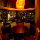 【丸テーブル席/2~3名様】窓際の特等席♪梅田の夜景を眺めながら優雅にお食事