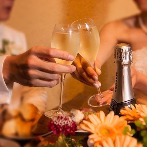 パーティーは着席30名様まで、立食で50名様位まで可能です。