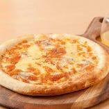 4種チーズのピッツァ KAZE風