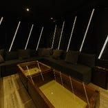 6~12名様用の完全個室は、ゆったりと寛げる雰囲気を演出