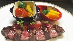 国産和牛内ももステーキ 木いちごソース