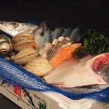 日替わりで入荷の鮮魚と旬魚