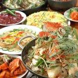 お鍋が選べる♪韓国王道満腹コース (写真の鍋はカムジャタン)