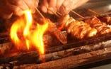名古屋コーチンはもちろん、備長炭で焼き上げます。