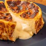 テイクアウトOK!北新地でも人気のバスク風チーズケーキが自慢!