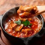 トマト仕立ての鶏屋の煮込み