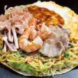 【本場広島風】広島モダン そば入ミックス 山盛りキャベツに豚肉、えび、いかをどんと盛って焼き上げます。うどん入もOK。