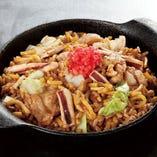 「きん太」のそば飯 パラリふわふわお米一粒一粒に、旨みがしっかり!