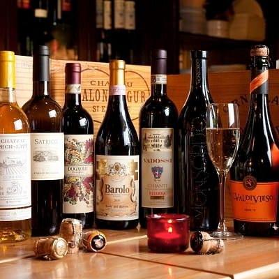 イタリアやフランスを中心に揃えたワインは2,800円(税抜)~