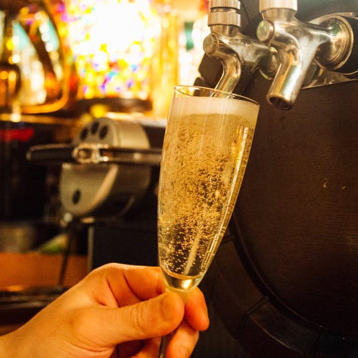 心地よい清涼感と飲みやすさが人気のスパークリングワインで乾杯