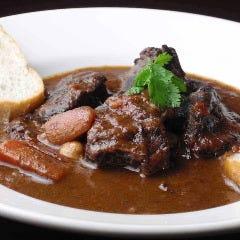 牛ホホ肉とイタリア豆の赤ワイン煮込み