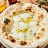 【クーポン】pizza クワトロフォルマッジョプレゼント♪