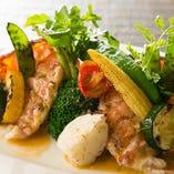 カナダ産オマール海老と旬野菜のグリエ。一体感ある味を堪能