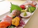 人気の【盛り合わせ刺身】1000円 とれとれ鮮魚の新鮮旬の味!