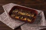 <ディナー>ナスとミートソースのグラタン(税込842円)牛100%ひき肉で作った自家製ミートソースのグラタン。あつあつチーズと肉の旨味が口の中に広がります♪