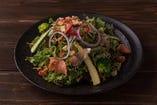 <ディナー>URGEサラダ(税込1,382円)彩り豊かな野菜をふんだんに取り入れたURGEの冠サラダ♪
