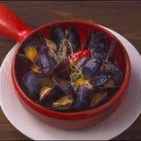 <ディナー>ムール貝のワイン蒸し(税込1,058円)シンプルに蒸し上げたムール貝のおいしさがぎゅぎゅっと詰まった一品♪