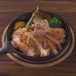 <ディナー>赤城豚のロースト(税込1,598円)さっぱりしながらも、深い味わいが特徴の赤城豚にマスタードソースの相性が◎くせになる味♪