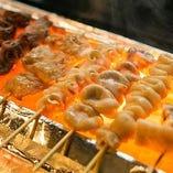 朝〆の新鮮なお肉を、ひとつひとつ丁寧に串打ちし焼き上げます!