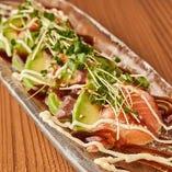 鮮魚とアボカドのカルパッチョ